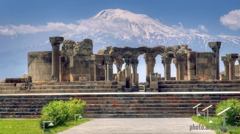 Armenia-zvartnots-cathedral-and-ararat